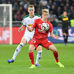 MOENCHENGLADBACH, Oct. 22, 2018  Matthias Ginter (L) of Monchengladbach vies with Jonathan Burkardt of Mainz during a German Bundesliga match between Borussia Monchengladbach and FSV Mainz in Moenchengladbach, Germany, on Oct. 21,2018. Moenchengladbach won 4-0. (Credit Image: © Ulrich Hufnagel/Xinhua via ZUMA Wire)