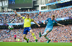 MANCHESTER, ENGLAND - Saturday, October 15, 2016: Manchester City's Kevin De Bruyne in action against Everton during the FA Premier League match at the City of Manchester Stadium. (Pic by Gavin Trafford/Propaganda)