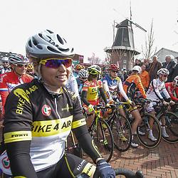 DELFZIJL wielrennen, De eerste etappe van de Energiewachttour 2014 werd verreden rond Delfzijl. Eyelien Bekkering terug in koers