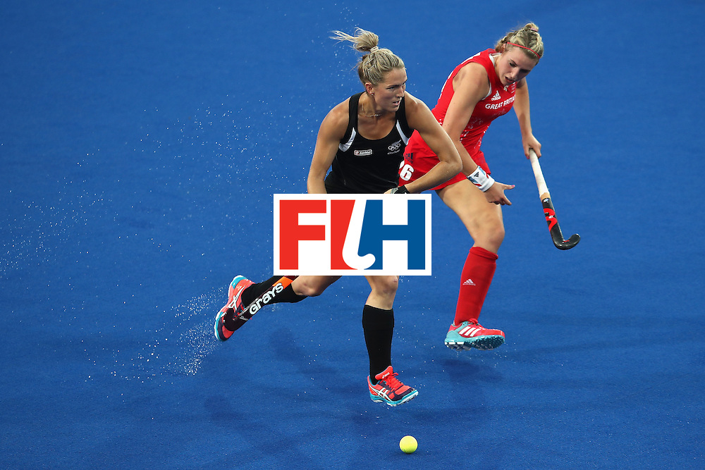 RIO DE JANEIRO, BRAZIL - AUGUST 17:  Gemma Flynn of New Zealand and Laura Unsworth of Great Britain compete for the ball during the womens semifinal match between the Great Britain and New Zealand on Day 12 of the Rio 2016 Olympic Games at the Olympic Hockey Centre on August 17, 2016 in Rio de Janeiro, Brazil.  (Photo by Mark Kolbe/Getty Images)
