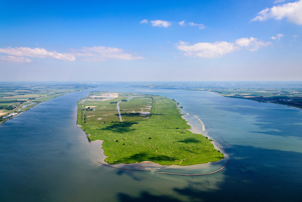 "Nederland, Zuid-Holland, Tiengemeten 10-06-2015; westelijk deel van het eiland Tiengemeten met buitendijkse slikken. Oorspronkelijk gebruikt voor de akkerbouw maar inmiddels 'teruggegeven aan de natuur', de dijken zijn deels doorgestoken, de laatste boer is in 2006 vertrokken. De 'nieuwe natuur' vormt onderdeel van de Ecologische Hoofdstructuur. <br /> The island Tiengemeten in the Haringvliet, was originally used for agriculture but has now ""been given back to nature"". Large parts have been flooded and the isle is part of the National Ecological Network. The last farmer left in 2006. Current use, among other, care farms and camping.<br /> luchtfoto (toeslag op standard tarieven);<br /> aerial photo (additional fee required);<br /> copyright foto/photo Siebe Swart"
