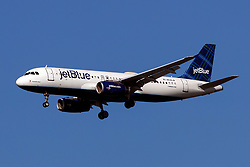 Airbus A320-232 (N535JB) operated by Jetblue Airways on approach to San Francisco International Airport (KSFO), San Francisco, California, United States of America