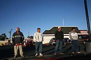 Minutemen confront day laborers in a pickup site..Phoenix, AZ.12/10/05.photos: Hector Emanuel