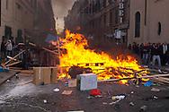 Roma 14 Dicembre 2010.<br /> Manifestazione contro il Governo Berlusconi.Le barricate erette dai manifestanti e poi incendiate a Piazza del Popolo<br /> Rome December 14, 2010.<br /> Demonstration against the Berlusconi government.