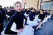2013/01/29 Roma, gli studenti dell'Accademia Nazionale di Danza protestano per la gestione dell'istituto. Nella foto un momento del flash mo' in Piazza Montecitorio..Dance National Academy students demo to protest the school management. In the picture the flash mob in Piazza Montecitorio, in front of Parliament