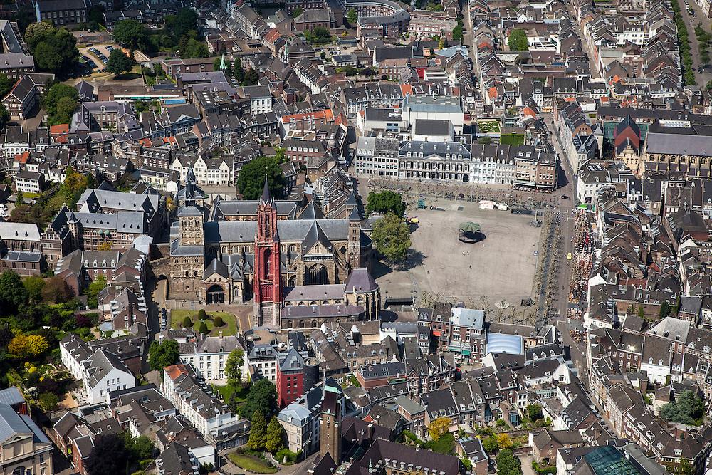 Nederland, Limburg, Gemeente Maastricht, 27-05-2013; <br /> Vrijthof met terrassen en muziektent in het historische centrum vam Maastricht, rode toren van de Sint Janskerk staat naast de Sint Servaasbasiliek,  witte gebouw midden in beeld is het Museum aan het Vrijthof. Links Sint Jansklooster en Onder de Bogen. <br /> Vrijthof with terraces and bandstand in the historic center of Maastricht, red tower of St Jan's Church is next to the Basilica of St. Servaas.<br /> luchtfoto (toeslag op standaardtarieven);<br /> aerial photo (additional fee required);<br /> copyright foto/photo Siebe Swart.