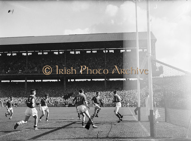 Goalie catches ball during the All Ireland Minor Gaelic Football Final Cork v. Mayo in Croke Park on 24th September 1961.<br /> Headline:Ball flies over the bar during the Cork v. Mayo All Ireland Minor Gaelic Football Final 24th September 1961.<br /> Title:Ball flies over the bar during the Cork v. Mayo All Ireland Minor Gaelic Football Final 24th September 1961.