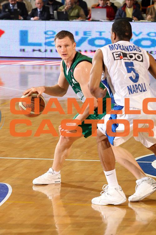 DESCRIZIONE : Napoli Lega A1 2006-07 Eldo Napoli Montepaschi Siena<br />GIOCATORE : Kaukenas<br />SQUADRA : Montepaschi Siena<br />EVENTO : Campionato Lega A1 2006-2007 <br />GARA : Eldo Napoli Montepaschi Siena<br />DATA : 03/02/2007<br />CATEGORIA : Palleggio<br />SPORT : Pallacanestro <br />AUTORE : Agenzia Ciamillo-Castoria/G.Ciamillo