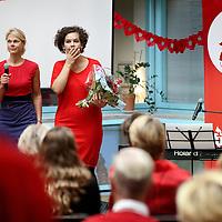 Nederland, Amsterdam , 29 september 2013.<br /> Al eerder besteedden we bij powervrouwen.blog aan Dress Red Day. Er wordt de laatste tijd steeds meer bekend over genderspecifieke geneeskunde, waaronder cardiologie.<br /> Dat houdt o.a. in dat de symptomen van een hartaanval bij vrouwen heel anders zijn dan die bij mannen. Vrouwen hebben bijvoorbeeld heel vaak niet de bekende olifantspoot op de borst, maar andere verschijnselen.<br /> Hierdoor wordt de diagnose nog steeds vaak gemist en vormen hart en vaatziektes wel doodsoorzaak nummer 1 bij vrouwen.<br /> De afdeling cardiologie van het VUmc organiseert op vrijdag 27 september van 10.00 tot 12.00 uur een voorlichtingsbijeenkomst . Om half 12 treedt cabaretière Sara Kroos belangeloos op.<br /> <br /> Foto:Jean-Pierre Jans
