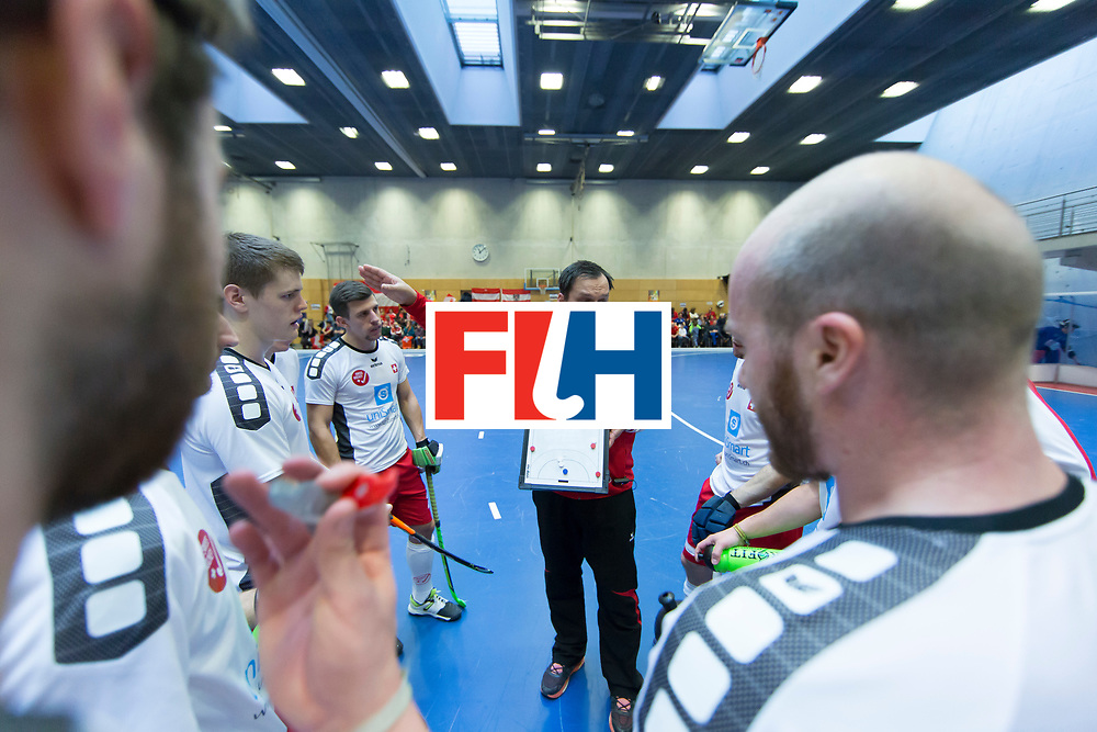 Hockey, Seizoen 2017-2018, 09-02-2018, Berlijn,  Max-Schmelling Halle, WK Zaalhockey 2018 MEN, Austria - Switzerland 2-2, coach Chris Elste during timeout