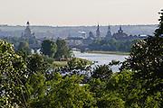 Elbetal, Blick über die Elbe auf barocke AltstadtDresden, Sachsen, Deutschland.|.Dresden, Germany, Elbe valley, View on river Elbe and historic city