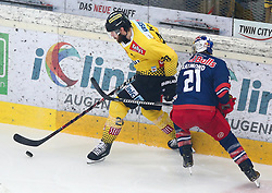 07.04.2019, Albert Schultz Halle, Wien, AUT, EBEL, Vienna Capitals vs EC Red Bull Salzburg, Halbfinale, 5. Spiel, im Bild v.l. Andreas Noedl (spusu Vienna Capitals) und Bobby Raymond (EC Red Bull Salzburg) // during the Erste Bank Icehockey 5th semifinal match between Vienna Capitals and EC Red Bull Salzburg at the Albert Schultz Halle in Wien, Austria on 2019/04/07. EXPA Pictures © 2019, PhotoCredit: EXPA/ Thomas Haumer