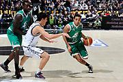DESCRIZIONE : Bologna Lega serie A 2013/14 Granarolo Bologna Montepaschi Siena<br /> GIOCATORE : Erick Green<br /> CATEGORIA : palleggio blocco<br /> SQUADRA : Montepaschi Siena<br /> EVENTO : Campionato Lega Serie A 2013-2014<br /> GARA : Granarolo Bologna Montepaschi Siena<br /> DATA : 02/02/2014<br /> SPORT : Pallacanestro<br /> AUTORE : Agenzia Ciamillo-Castoria/M.Marchi<br /> Galleria : Lega Seria A 2013-2014<br /> Fotonotizia : Bologna Lega serie A 2013/14 Granarolo Bologna Montepaschi Siena<br /> Predefinita :