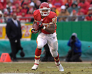 Kansas City Chiefs running back Larry Johnson rushes up field in the first half against Jacksonville at Arrowhead Stadium in Kansas City, Missouri, December 31, 2006.  The Chiefs beat the Jaguars 35-30.<br />