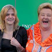 NLD/Scheveningen/20111106 - Premiere musical Wicked, Erica Terpstra en kleindochter Annabel