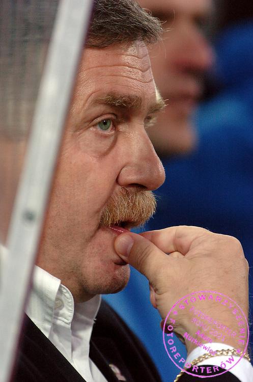 n/z.: Trener Jerzy Engel (Wisla) podczas meczu ligowego Polonia Warszawa (czarne-biale) - Wisla Krakow (czerwone) 0:1 , I liga polska , 7 kolejka sezon 2005/2006 , pilka nozna , Polska , Warszawa , 18-09-2005 , fot.: Adam Nurkiewicz / mediasport..Trainer coach Jerzy Engel (Wisla) during Polish league first division soccer match in Warsaw. September 18, 2005 ; Polonia Warsaw (black-white) - Wisla Cracow (red) 0:1 ; 7 round season 2005/2006 , football , Poland , Warsaw ( Photo by Adam Nurkiewicz / mediasport )