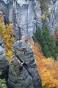 Kletterer an Fels, Bastei, Sächsische Schweiz, Elbsandsteingebirge, Sachsen, Deutschland | climber on rock, Bastei, Saxon Switzerland, Saxony, Germany