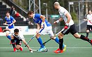 AMSTELVEEN - Hockey - Hoofdklasse competitie heren. AMSTERDAM-KAMPONG (2-2). Bjorn Kellerman (Kampong) met links Valentin Verga (A'dam).   COPYRIGHT KOEN SUYK