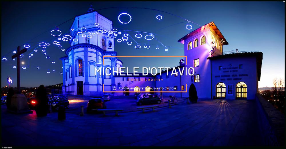 """Torino Monte dei Cappuccini e Museo della montagna, luci d'artista installazione """"Piccoli Spiriti Blu"""" di Rebecca Horn"""