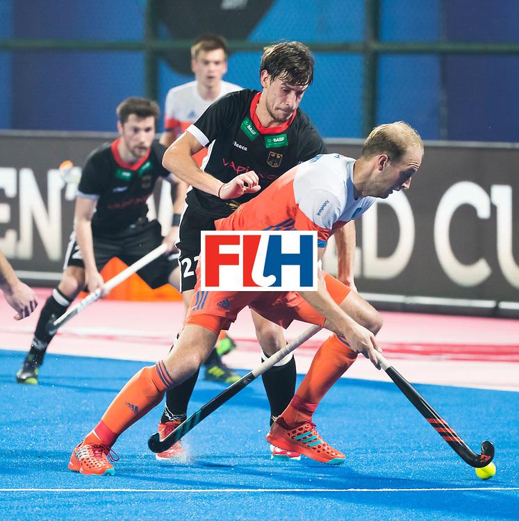 BHUBANESWAR - Billy Bakker (Ned) met Florian Fuchs (Ger) tijdens de Hockey World League Finals , de kwartfinale wedstrijd Duitsland-Nederland (3-3).Duitsland wint na shoot-outs.    COPYRIGHT KOEN SUYK