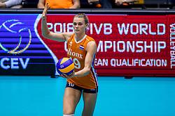 26-08-2017 NED: World Qualifications Netherlands - Slovenia, Rotterdam<br /> De Nederlandse volleybalsters plaatsten zich eenvoudig voor het WK volgend jaar in Japan. Ook Sloveni&euml; wordt met 3-0 verslagen / Nika Daalderop #19 of Netherlands