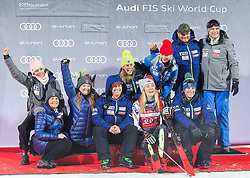19.02.2019, Stockholm, SWE, FIS Weltcup Ski Alpin, Parallelslalom, Damen, Siegerehrung, im Bild 1. Platz Mikaela Shiffrin (USA) mit ihrem Team // race winner Mikaela Shiffrin of the USA with her team during the winner Ceremony for the ladie's parallel slalom of FIS ski alpine world cup at the Stockholm, Sweden on 2019/02/19. EXPA Pictures © 2019, PhotoCredit: EXPA/ Nisse Schmidt<br /> <br /> *****ATTENTION - OUT of SWE*****