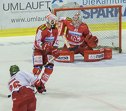 27.09.2015, Stadthalle, Klagenfurt, AUT, EBEL, EC KAC vs HCB Suedtirol, im Bild 2:1 durch Broda Joel (HCB Suedtirol #26), Martin Schumnig (EC KAC, #28), Pekka Tuokkola (EC KAC, #83) // during the Erste Bank Eishockey League match betweeen EC KAC and HCB Suedtirol at the City Hall in Klagenfurt, Austria on 2015/09/27. EXPA Pictures © 2015, PhotoCredit: EXPA/ Gert Steinthaler