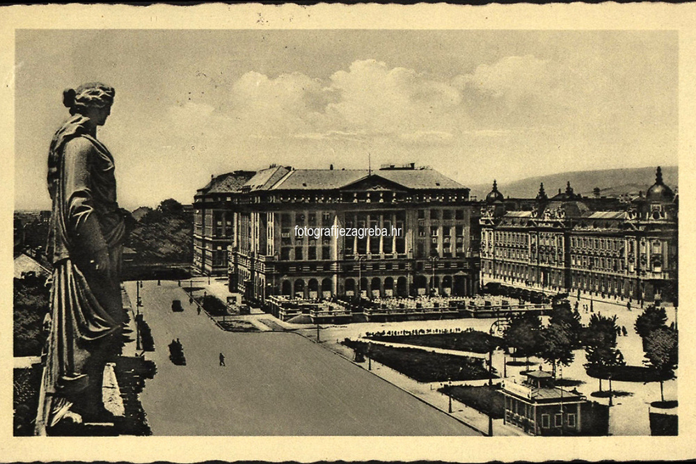 Zagreb : Hotel Esplanade - Starčevićev trg. <br /> <br /> ImpresumZagreb : Naklada: Orient, [1936].<br /> Materijalni opis1 razglednica : tisak ; 9 x 14 cm.<br /> NakladnikNaklada Orient<br /> Mjesto izdavanjaZagreb<br /> Vrstavizualna građa • razglednice<br /> ZbirkaZbirka razglednica • Grafička zbirka NSK<br /> Formatimage/jpeg<br /> PredmetZagreb –– Trg Ante Starčevića<br /> Hotel Esplanade (Zagreb)<br /> SignaturaRZG-STAR-10<br /> Obuhvat(vremenski)20. stoljeće<br /> NapomenaRazglednica je putovala 1936. godine.<br /> PravaJavno dobro<br /> Identifikatori000953279<br /> NBN.HRNBN: urn:nbn:hr:238:095689 <br /> <br /> Izvor: Digitalne zbirke Nacionalne i sveučilišne knjižnice u Zagrebu