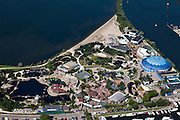 Nederland, Gelderland, Gemeente Harderwijk, 06-09-2010; Dolfinarium met bassins, speeltuin en strand..Dolphinarium with pools, playground and beach.luchtfoto (toeslag), aerial photo (additional fee required).foto/photo Siebe Swart