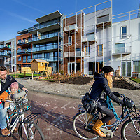 Nederland, Amsterdam, 21 februari 2017.<br /> Nieuwbouw in Amsterdam Nord.<br /> Amsterdam Noord is razend popolair aan het worden binnen Amsterdam Noord voor mensen op zoek naar een woning zoals hier op de foto in de Monikskapstraat onderdeel van een zelfbouwkavel nieuwbouwproject.<br /> <br /> Foto: Jean-Pierre Jans