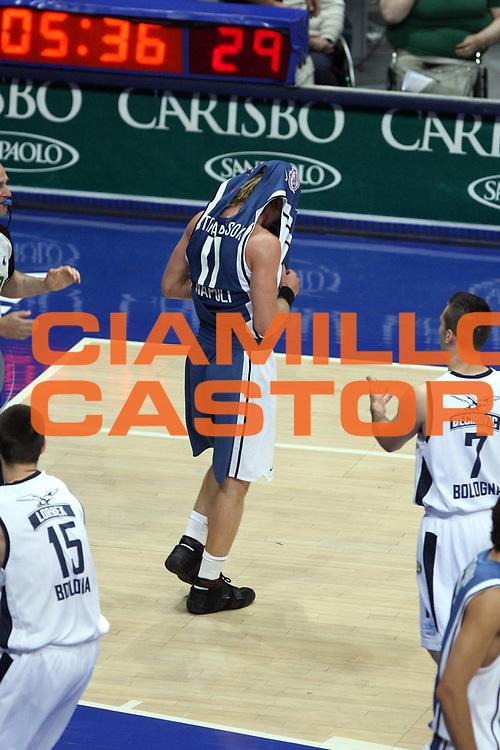 DESCRIZIONE : Bologna Lega A1 2005-06 Play Off Semifinale Gara 1 Climamio Fortitudo Bologna Carpisa Napoli <br />GIOCATORE : Stefansson<br />SQUADRA : Carpisa Napoli<br />EVENTO : Campionato Lega A1 2005-2006 Play Off Semifinale Gara 1 <br />GARA : Climamio Fortitudo Bologna Carpisa Napoli <br />DATA : 01/06/2006 <br />CATEGORIA : Delusione<br />SPORT : Pallacanestro <br />AUTORE : Agenzia Ciamillo-Castoria/G.Ciamillo