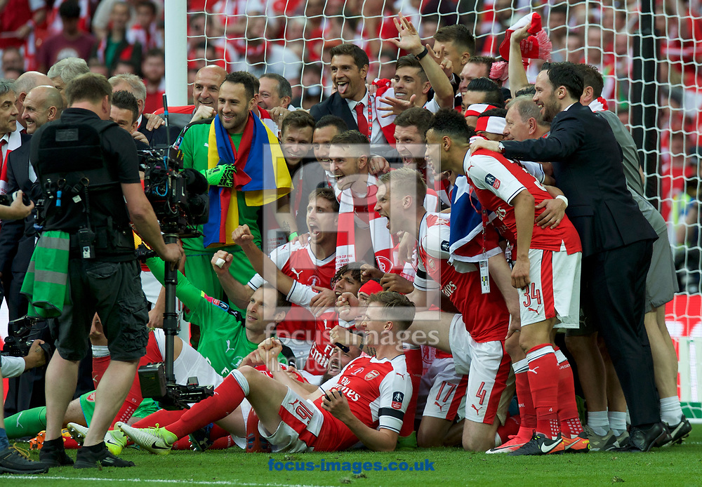 Arsenal celebrate winning the FA Cup Final at Wembley Stadium, London<br /> Picture by Alan Stanford/Focus Images Ltd +44 7915 056117<br /> 27/05/2017
