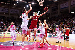 28.03.2016, Telekom Dome, Bonn, GER, Beko Basketball BL, Telekom Baskets Bonn vs FC Bayern Muenchen, 23. Runde, im Bild Anton Gavel (FC Bayern Muenchen #25) beim Korbleger gegen Dirk Maedrich (Telekom Baskets Bonn #5) // during the Beko Basketball Bundes league 23th round match between Telekom Baskets Bonn and FC Bayern Munich at the Telekom Dome in Bonn, Germany on 2016/03/28. EXPA Pictures © 2016, PhotoCredit: EXPA/ Eibner-Pressefoto/ Schüler<br /> <br /> *****ATTENTION - OUT of GER*****