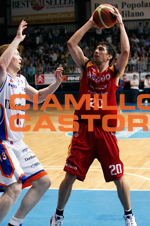 DESCRIZIONE : Cantu Lega A1 2007-08 Playoff Quarti di Finale Gara 4 Tisettanta Cantu Lottomatica Virtus Roma <br /> GIOCATORE : Roko Ukic<br /> SQUADRA : Lottomatica Virtus Roma<br /> EVENTO : Campionato Lega A1 2007-2008 <br /> GARA : Tisettanta Cantu Lottomatica Virtus Roma <br /> DATA : 17/05/2008 <br /> CATEGORIA : Tiro<br /> SPORT : Pallacanestro <br /> AUTORE : Agenzia Ciamillo-Castoria/G.Cottini