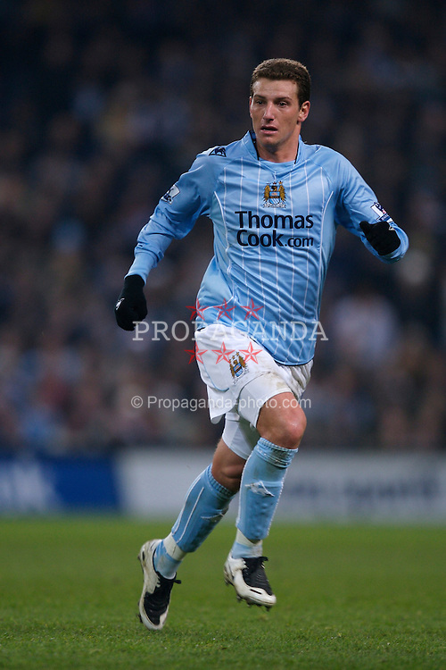 MANCHESTER, ENGLAND - Tuesday, December 18, 2007: Manchester City's Elano Blumer in action against Tottenham Hotspur during the League Cup Quarter Final match at the City of Manchester Stadium. (Photo by David Rawcliffe/Propaganda)