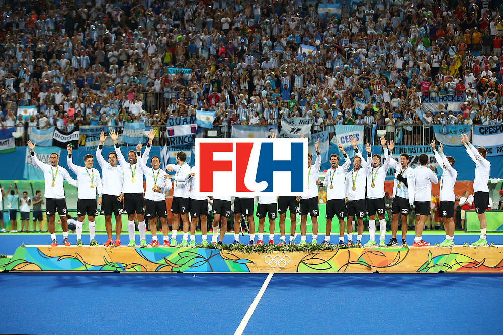 RIO DE JANEIRO, BRAZIL - AUGUST 18:  Gold medalists Team Argentina pose on the podium during the medal ceremony for the Men's Hockey Gold Medal match between Belgium and Argentina on Day 13 of the Rio 2016 Olympic Games at Olympic Hockey Centre on August 18, 2016 in Rio de Janeiro, Brazil.  (Photo by Clive Brunskill/Getty Images)