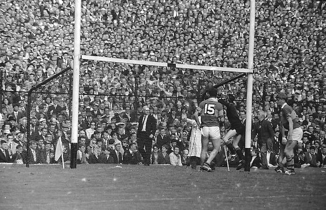 The ball goes over the bar during the All Ireland Senior Gaelic Football Final Kerry v Down in Croke Park on the 22nd September 1968. Down 2-12 Kerry 1-13.