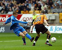 Fotball<br /> England 2004/2005<br /> Foto: SBI/Digitalsport<br /> NORWAY ONLY<br /> <br /> 25.09.2004<br /> <br /> Wolverhampton Wanderers v Cardiff City<br /> The League Championship<br /> <br /> Paul Parry of Cardiff scoring the opening goal as Keith Lowe of Wolves  looks on