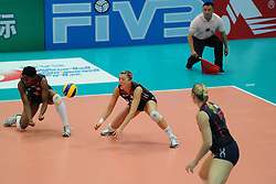 25-08-2010 VOLLEYBAL: WGP FINAL USA - POLAND: BEILUN NINGBO<br /> Ogonna Nnamani, Nancy Metcalf and Heather Bown<br /> ©2010-WWW.FOTOHOOGENDOORN.NL