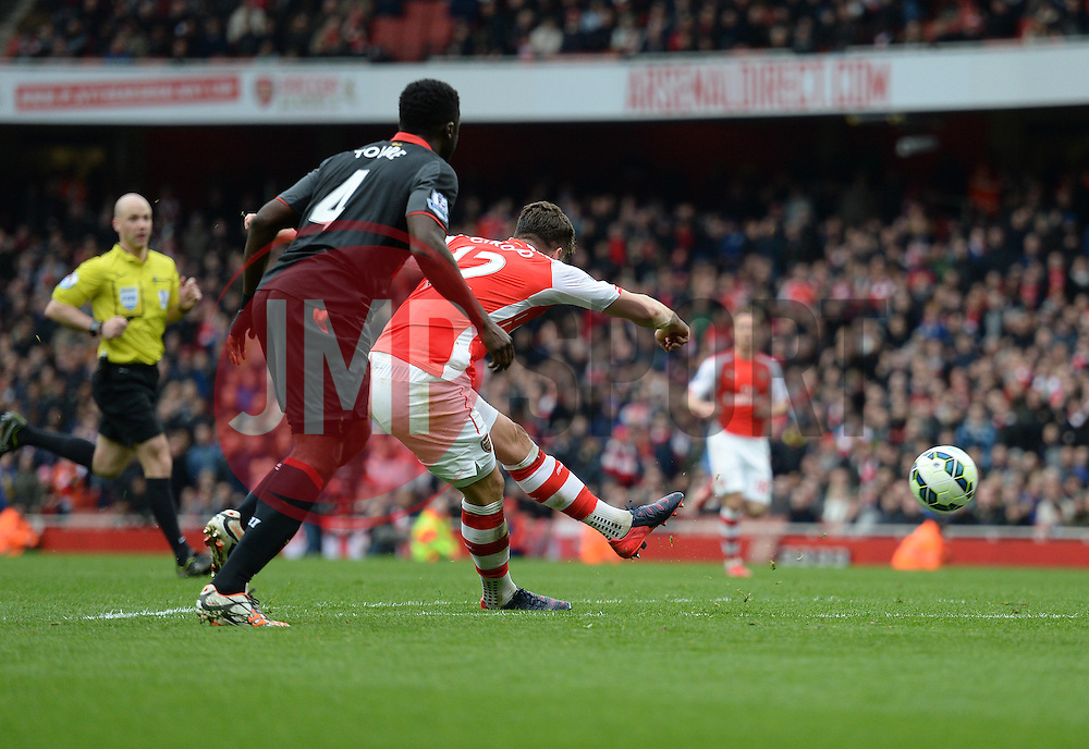 Olivier Giroud of Arsenal scores. - Photo mandatory by-line: Alex James/JMP - Mobile: 07966 386802 - 04/04/2015 - SPORT - Football - London - Emirates Stadium - Arsenal v Liverpool - Barclays Premier League