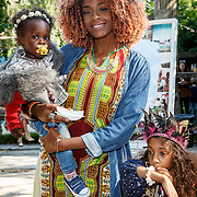NLD/Amsterdam/20150909 - Uitreiking Mamma of The Year Awards, Maureen Powel met dochter en nichtje