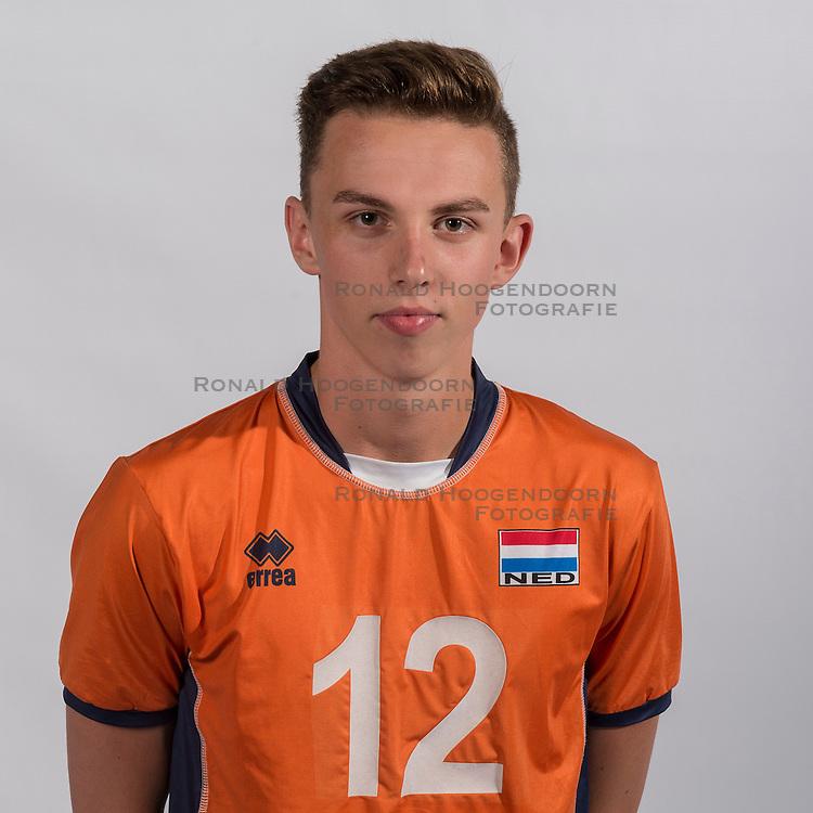 07-06-2016 NED: Jeugd Oranje jongens <1999, Arnhem<br /> Photoshoot met de jongens uit jeugd Oranje die na 1 januari 1999 geboren zijn / Luke Amersfoort MID