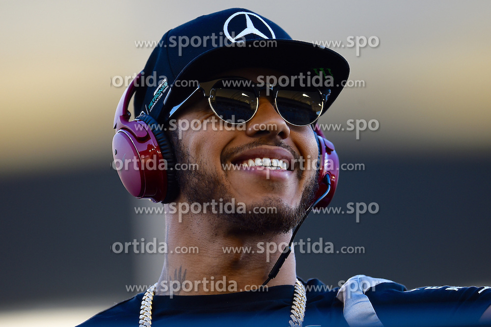 03.04.2016, International Circuit, Sakhir, BHR, FIA, Formel 1, Grand Prix von Bahrain, Rennen, im Bild Lewis Hamilton (GBR) Mercedes AMG F1 on the drivers parade // during Race for the FIA Formula One Grand Prix of Bahrain at the International Circuit in Sakhir, Bahrain on 2016/04/03. EXPA Pictures &copy; 2016, PhotoCredit: EXPA/ Sutton Images/ Andre/<br /> <br /> *****ATTENTION - for AUT, SLO, CRO, SRB, BIH, MAZ only*****