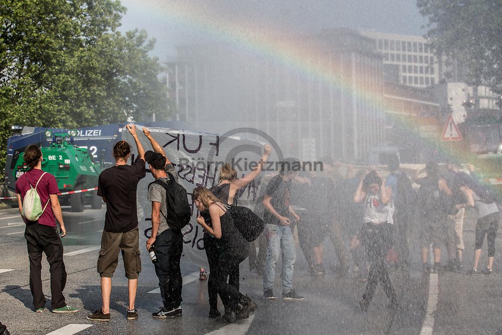 Hamburg, Germany - 07.07.2017<br /> <br /> With water guns, police forces try to end a blockade of anti G20 protesters near the trade fair in Hamburg.<br /> <br /> Mit Wasserwerfern raeumt die Polizei eine Blockade von Anti G20 Demonstranten nahe der Messe in Hamburg.<br /> <br /> Photo: Bjoern Kietzmann
