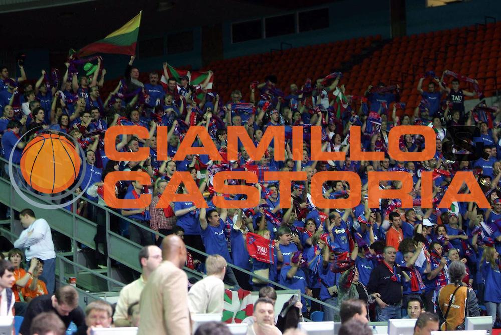 DESCRIZIONE : MOSCOW MOSCA FINAL FOUR EUROLEAGUE 2005<br />GIOCATORE :  TIFOSI TAU VITORIA<br />SQUADRA : TAU VITORIA<br />EVENTO : FINAL FOUR EUROLEAGUE 2005 FINAL 1ST - 2ND PLACE<br />GARA : MACCABI TEL AVIV-TAU VITORIA<br />DATA : 08/05/2005 <br />CATEGORIA : Tifosi<br />SPORT : Pallacanestro <br />AUTORE : Agenzia Ciamillo-Castoria
