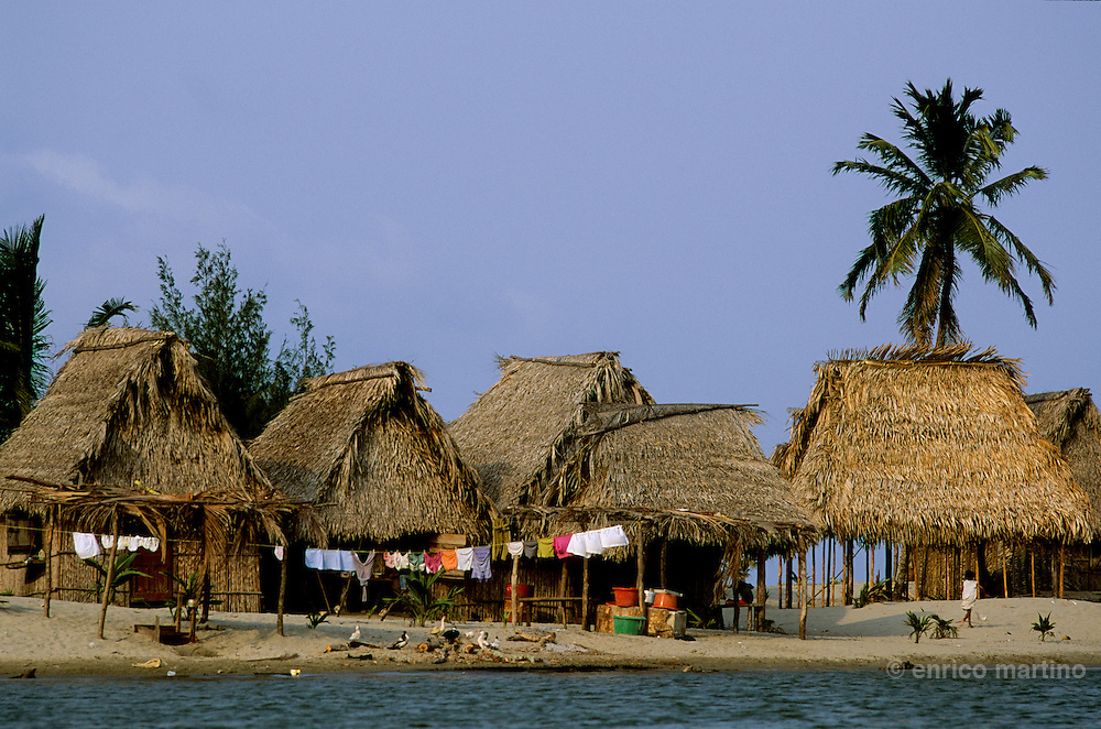 Tela: the beautiful Garifuna village of Miami, on a narrow sand bar between the Caribbean Sea and the Laguna de los Micos.