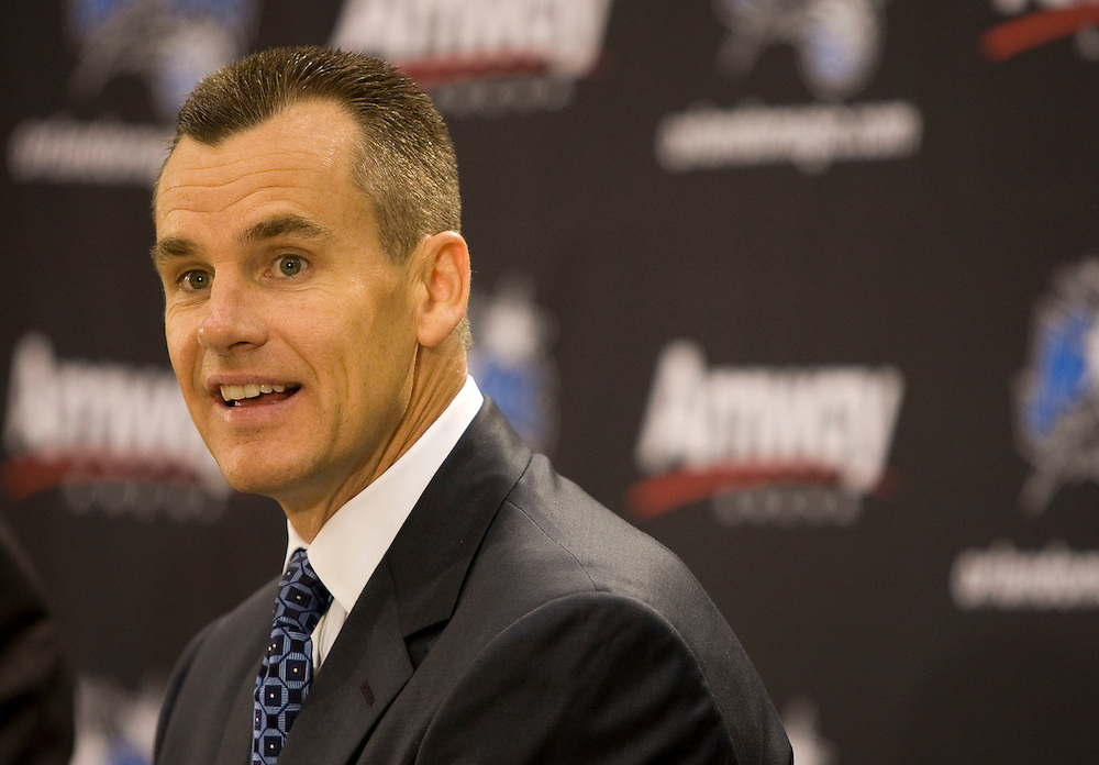 Newly announced Orlando Magic head coach Billy Donovan smiles while speaking with the media during his first press conference in Orlando, Florida June 1, 2007. Donovan is leaving the University of Florida to work for the Magic at Florida.REUTERS/Scott Audette (UNITED STATES)