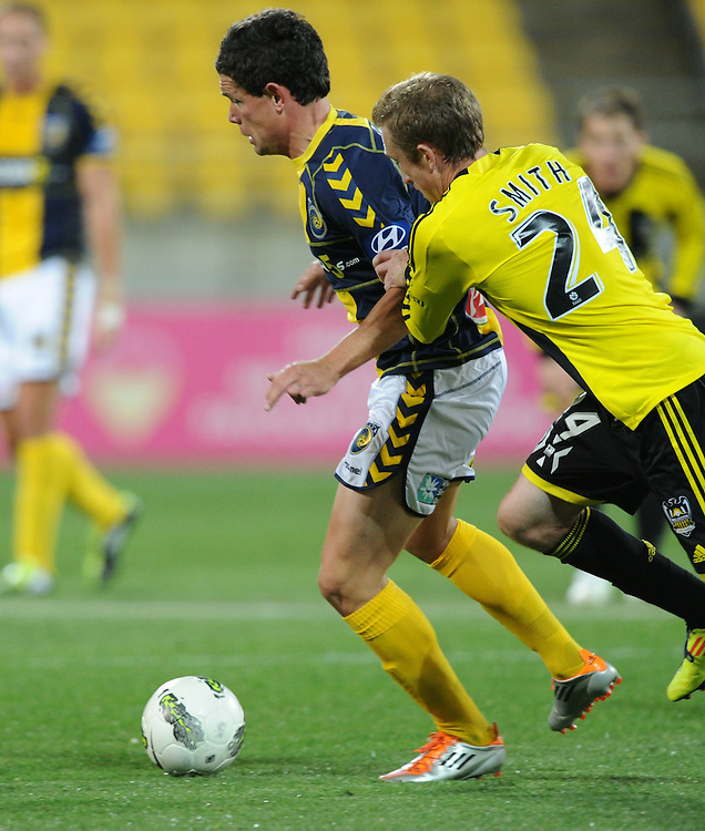 Central Coast Mariners Troy Hearfield, left, is chased down by Phoenix's Alexander Smith in the A-League football match at Westpac Stadium, Wellington, New Zealand, Friday, November 04, 2011. Credit:SNPA / Ross Setford