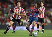 FC Barcelona's Seydou Keita (r) and Athletic de Bilbao's Gaizka Toquero during the Supercup of Spain.August 23 2009.