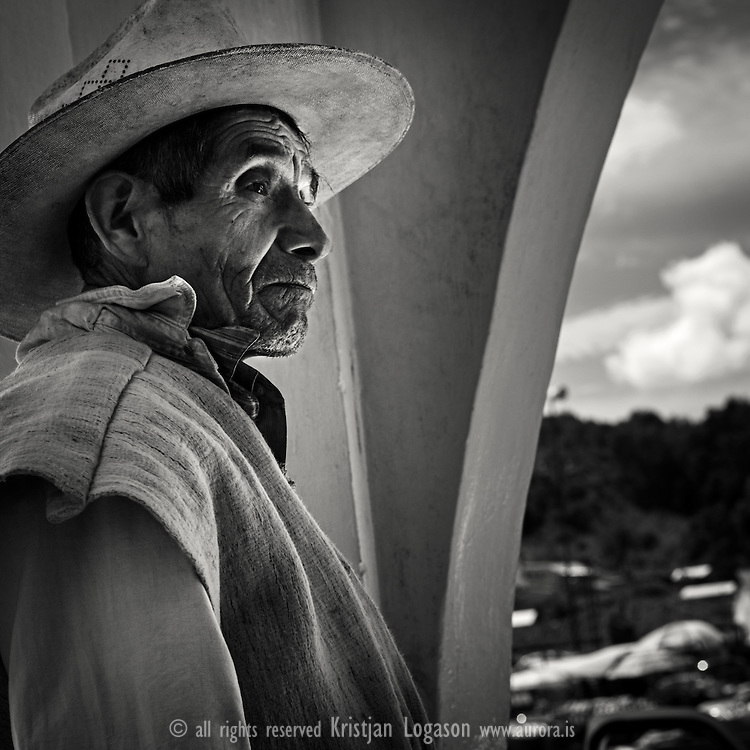 Came in contact with Sergio Castro Martines through Museo de Trajes Regionales when we where in San Cristobal de las Casas. He is a remarkable man that has been helping the indians in Chiapas for a long time. He is by training an agricultural engineer, teacher and veterinarian. However, by nature he is a true humanitarian, ethnologist and polyglot. Sergio has spent more than 45 years helping to build schools, develop water treatment systems and provide wound care for burn victims for the many indigenous cultures and Mexican people of Chiapas...I was hoping to be able to follow him for a day or two in his work but due to circumstances in the community, he was postponing all his visits for some days.  .We used our time instead to take a horseback ride up to Chiapilla and strolled around there for some time. I got this image of a native at the town office building. This was a shot from the hip. Lucky one as such but much to my liking.